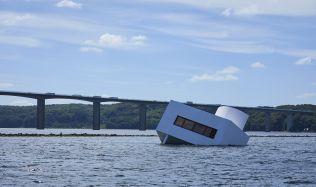 Nechal potopit vilu Le Corbusiera, aby vyjádřil své postoje