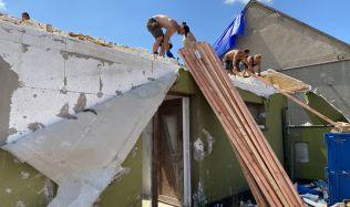 Nedostatek stavebního materiálu ještě více komplikuje situaci na jižní Moravě po zásahu ničivým tornádem