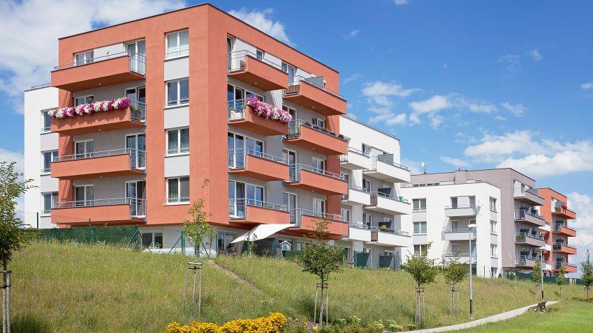 Nové bydlení stále láká, povolovací procesy a nárůst cen je problém