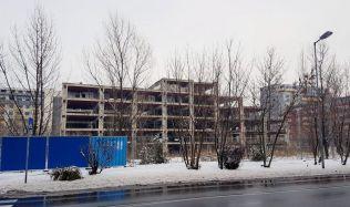 Nový majiteľ ružinovskej Yosaria Plaza už začal čistiť jej okolie