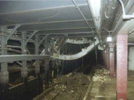 zdroj nycsubway.org Popisek: Původní stanice pohřbená pod sutinami WTC