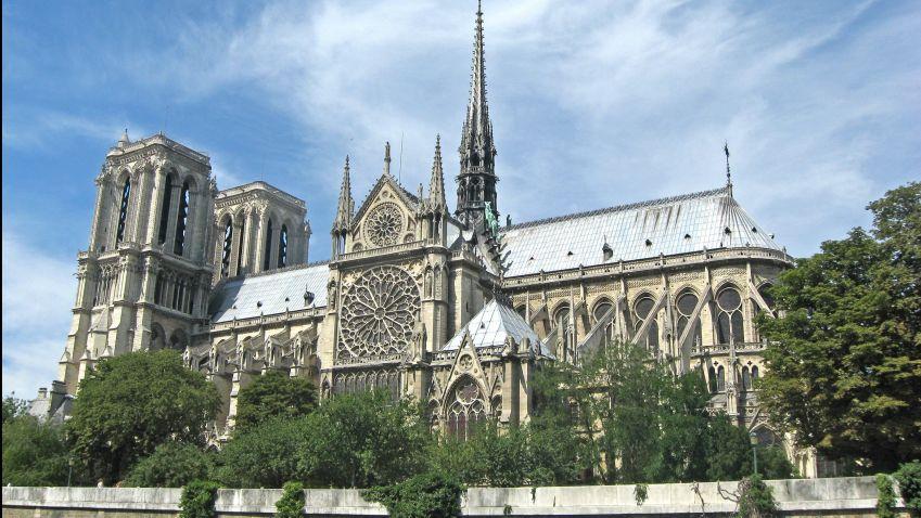 O budoucí podobě vyhořelé katedrály rozhodne architektonická soutěž