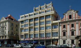 O významných budovách Plzně nejen s historikem architektury