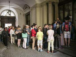 zdroj Archiv Open House Praha Popisek: Fronta do Clam-Gallasova paláce