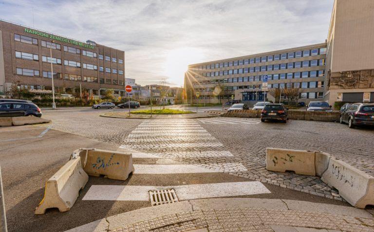 Okolí budovy Národního technického muzea na Praze 7 se změní