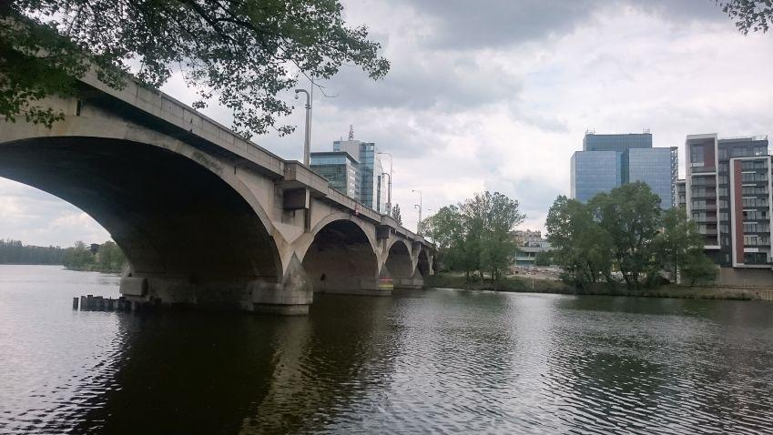 Oprava Libeňského mostu: Provizorium je drahé, budete jezdit po objížďkách