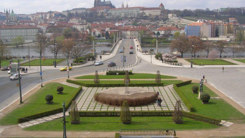 Oprava náměstí Jana Palacha se zpozdí