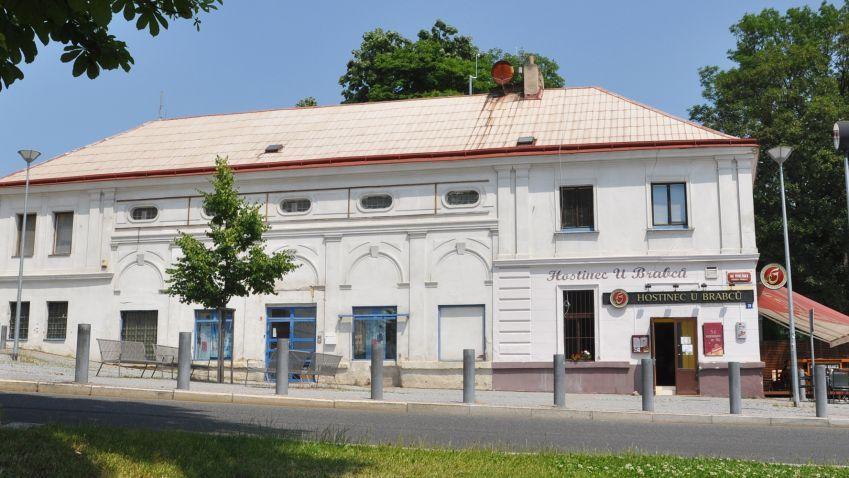 Opravený hostinec U Brabců na Starém Proseku v Praze se už brzy otevře