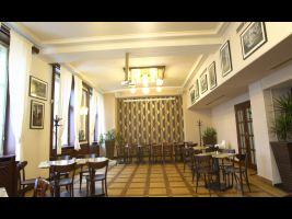 palác Adria_trailery.00_05_11_08.Still009