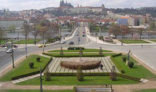 Palachovo náměstí v Praze čekají změny. Garáže zmizí, přibude stožár