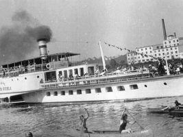 zdroj pragueboats.cz Popisek: Historické foto parníku Vyšehrad
