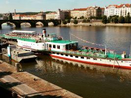 zdroj pragueboats.cz Popisek: Parník Vyšehrad