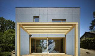 Z pera architektů: velkoformátová francouzská okna či využití svahu s terénním zlomem