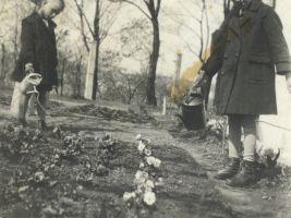 Petr a Suzanna Winternitzovi na vile, 1935