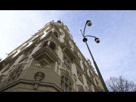 Výrazný nárožný dům obchodnického spolku Merkur je dílem architekta Jana Vejrycha z roku 1903 a byl postaven jako reprezentační a shromažďovací sídlo s restaurací v přízemí a výstavním a přednáškovým sálem v patře.