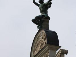 Výrazný nárožný dům obchodnického spolku Merkur je dílem architekta Jana Vejrycha z roku 1903 a byl postaven jako reprezentační a shromažďovací sídlo s restaurací v přízemí a výstavním a přednáškovým sálem v patře. foto: Martin Fiurášek