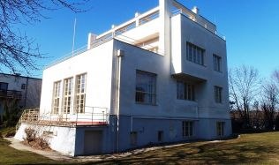 Výstava modelů budov Adolfa Loose v podání kurátora Sakuraie