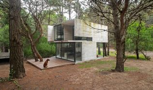 Casa H3 in Mar Azul, Argentina by Luciano Kruk