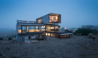 "Dům ""Golf"" v Costa Esmeralda v Argentině od Luciana Kruka"