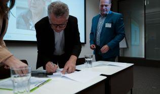 Udržitelnost budov začíná u architektů. Memorandum ČKA a CZGBC si klade za cíl prohlubovat jejich znalosti o šetrném stavění