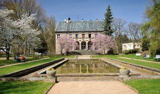 Památkově chráněná Vila Čerych, která si zahrála i ve filmu, je na prodej