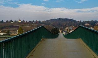 V pražské Troji se zřítila betonová lávka přes Vltavu (Aktualizováno 4.12.)