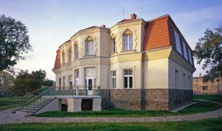Kubistická Bauerova vila je do odvolání uzavřena