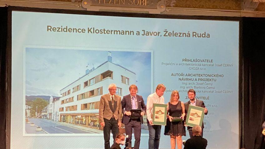 Plzeňský kraj zná své stavby roku 2020. Ceny poroty získaly Rezidence Klostermann a Javor v Železné Rudě