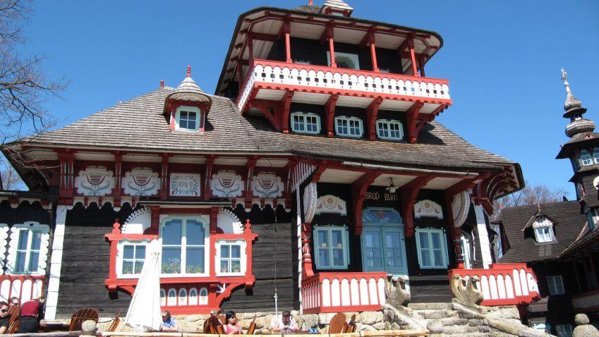 Po šestileté rekonstrukci se veřejnosti otevře chata Libušín