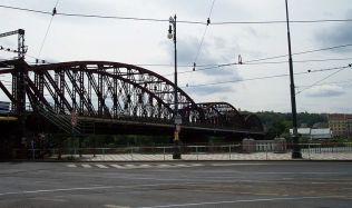 Podaří se ubránit železniční most před zbouráním?