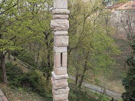 zdroj stavebnictvi3000.cz Popisek: Pomník obětem popraveným v souvislosti s pražským povstáním