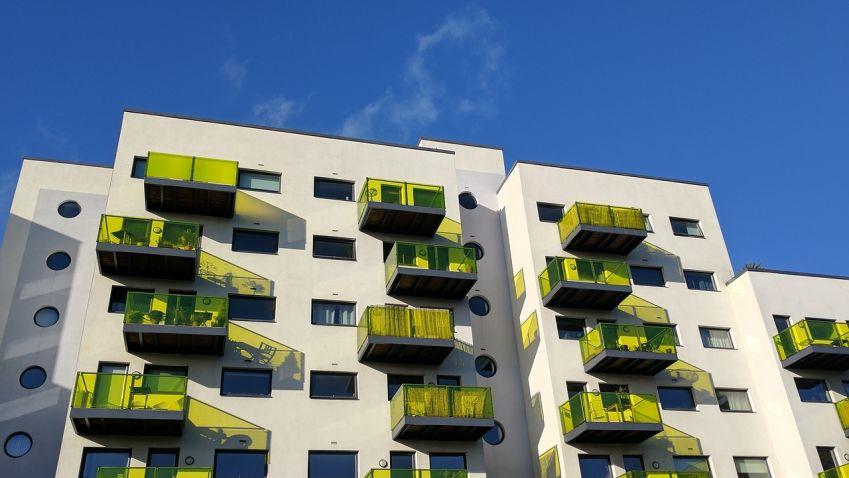Poptávka po nových bytech v Praze dlouhodobě převyšuje nabídku, což má za následek růst cen. V čem je problém?