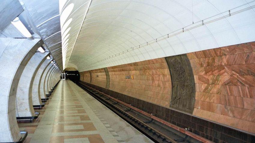 Porouchaný eskalátor na Andělu by se měl rozjet dnes
