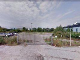 zdroj Google Street View Popisek: Pozemky, na nichž má projekt Galvaniho vyrůst