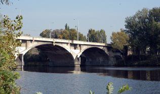 Praha v noci uzavřela Libeňský most, oprava potrvá nejméně tři týdny