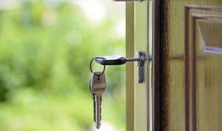 Praha vytvoří síť kontaktních center pro bydlení