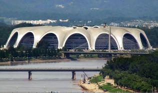 Před 30 lety byl v KLDR otevřen největší stadion na světě
