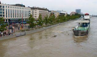 Přeprava cestujících po Dunaji: Plovoucí stanice, občerstvení a zimní depo