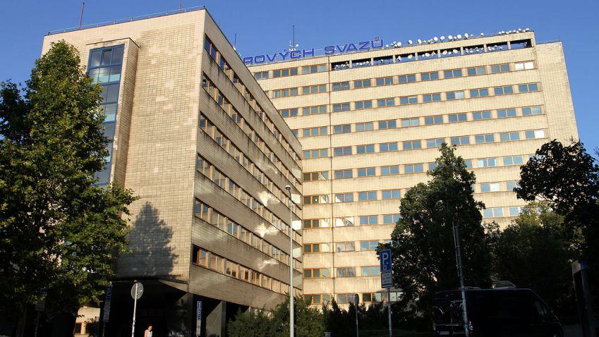 První pražský mrakodrap obléká moderní háv. Nabídne vyhlídku na Prahu nebo coworkingovou kavárnu