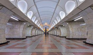 Rekonstrukce stanic metra a válka o terasu DBK pokračuje