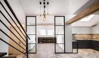 Reprezentativní nájemní dům na Starém Městě v sobě skrývá rekonstruované mezonetové podkroví