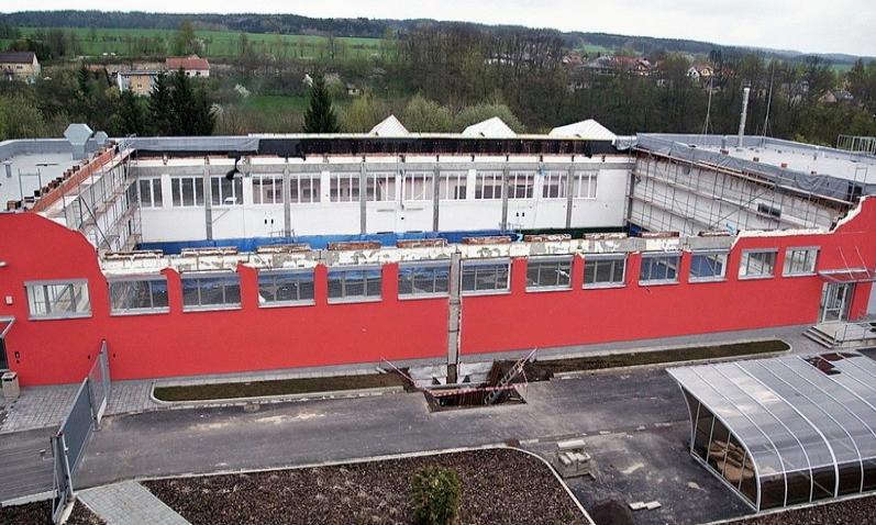 Rok po pádu střechy se bude v hale v České Třebové znovu sportovat