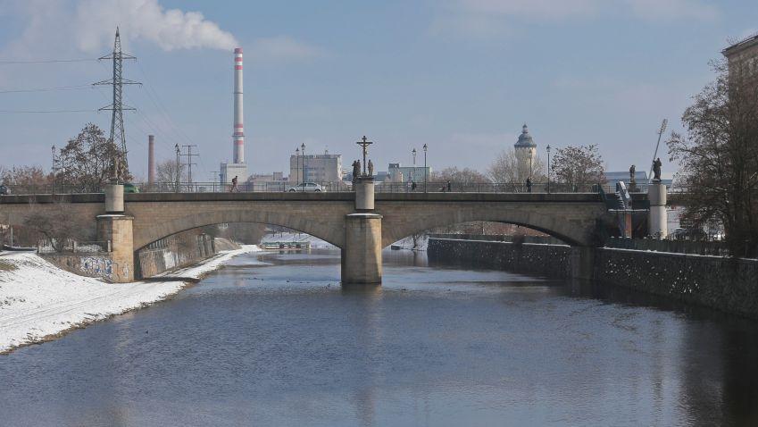 Rooseveltův most v Plzni čeká oprava. Jaké uzavírky a dopravní komplikace čekají řidiče?