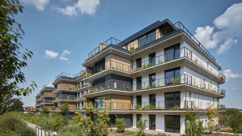 Sakura rok po kolaudaci. Nejzelenější český rezidenční projekt vykvetl do krásy.