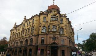 Secesní dům od Josefa Piskače na nábřeží Edvarda Beneše v Praze se dočká rekonstrukce