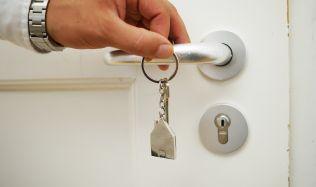 Sněmovna patrně omezí výpovědi z bytů. Kraje ulevují podnikatelům