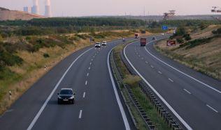 Sněmovna schválila liniový zákon, který má zkrátit výstavbu dopravní infrastruktury