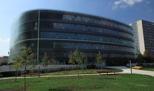 Spor kvůli fasádě Národní technické knihovny je nejspíš u konce. Obě strany se dohodly