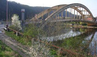 Štěchovický most: Ladný oblouk, který se málem zřítil do řeky