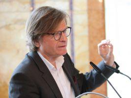 zdroj Sdružení pro architekturu a rozvoj Popisek: Rakouský urbanista a architekt Rudolf Zunke na konferenci